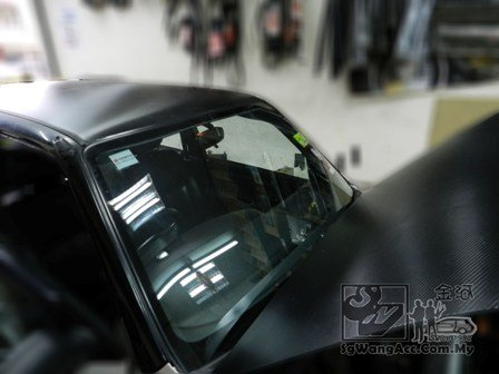 carbon sticker on car roof and front bonnet